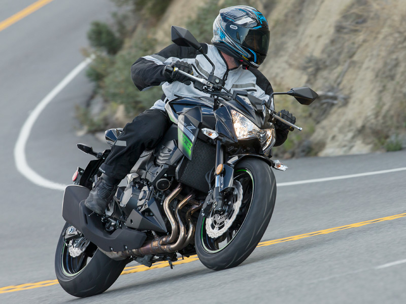 Although the Z800 is heavy at 509 pounds, its short wheelbase and sporty geometry give it nimble handing.