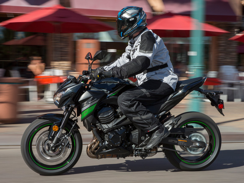 The Z800's fairly neutral ergonomics are great for urban riding or commuting, but the 32.8-inch seat height will be too tall for some.